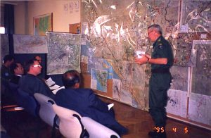 Col. Svensson briefing SRSG Mr Akashi and others at UNPROFOR HQ i Zagreb 1995.